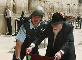 Israeli police protect