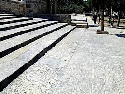 Ritmeyer's step on Temple